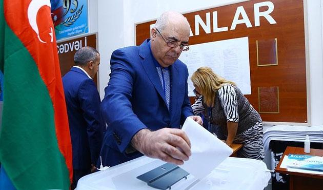 Azerbaycan'da cumhurbaşkanlığı süresi uzatıldı
