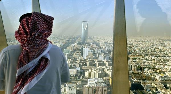 Düşük petrol fiyatları Suudi bakanları vurdu!