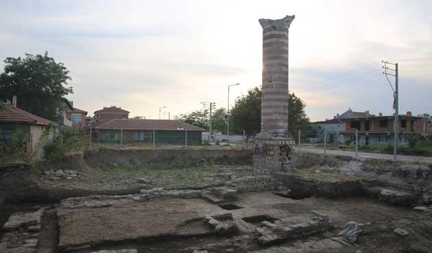Toprak altındaki cami gün yüzüne çıkartıldı