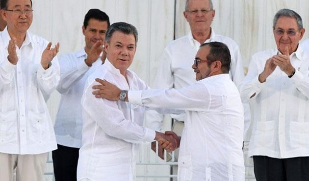 Kolombiya halkı FARC'la barışı oyluyor