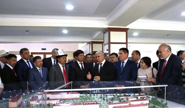 Kırgızistan ile Özbekistan arasında buzlar eriyor