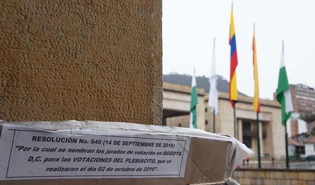 Kolombiya FARC'la barışa 'hayır' dedi