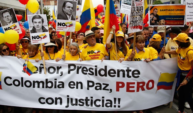 Kolombiya 'Hayır'ın sebeplerini tartışıyor