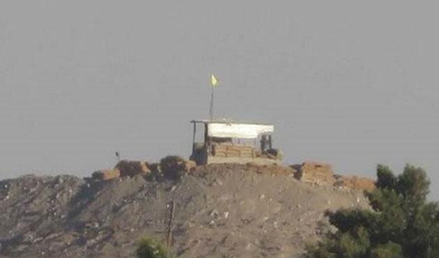 PYD Tel Abyad'da mevzi kurdu, bayrak çekti