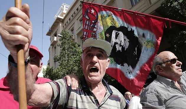 Atina'da emekliye gazlı müdahale