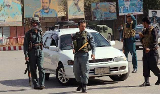 Afganistan'da güvenlik görevlileri Taliban'a katıldı