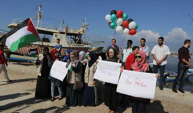 Gazze limanında heyecanlı ve endişeli bekleyiş