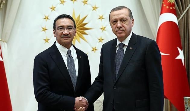 Erdoğan, Malezya Savunma Bakanı'nı kabul etti