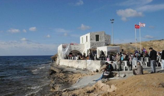 Kıbrıs'ta türbe yanındaki kumarhaneli otele büyük tepki