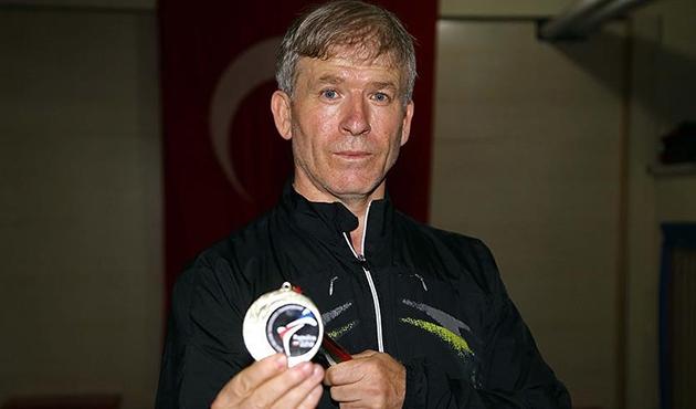 Sporcularına kızıp 50 yaşında Balkan Şampiyonu oldu