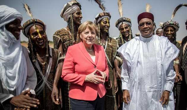 Merkel'den Nijer'e ziyaret