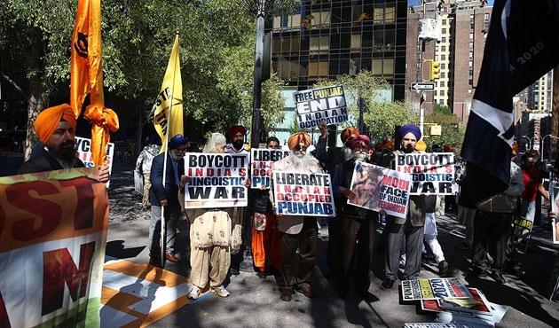 Sihlerden BM önünde savaş karşıtı eylem