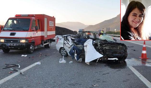 Düğüne hazırlanan çiftin arabası TIR'a çarptı: 3 ölü