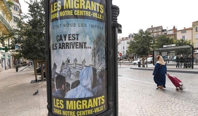 Fransa'da aşırı sağcı başkandan, 'ırkçı' pankart