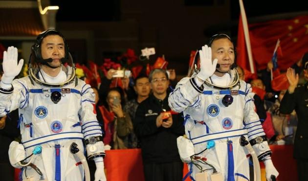 Çin'den uzaya insanlı mekik fırlatıldı