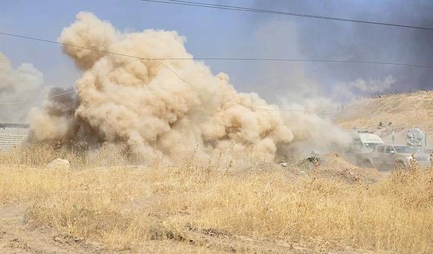 ABD topçu birliği Başika kasabasını bombalıyor