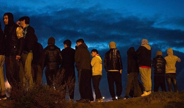 Calais'deki sığınmacıların endişeli bekleyişi