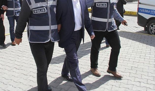 İzmir'de 11 gardiyana gözaltı
