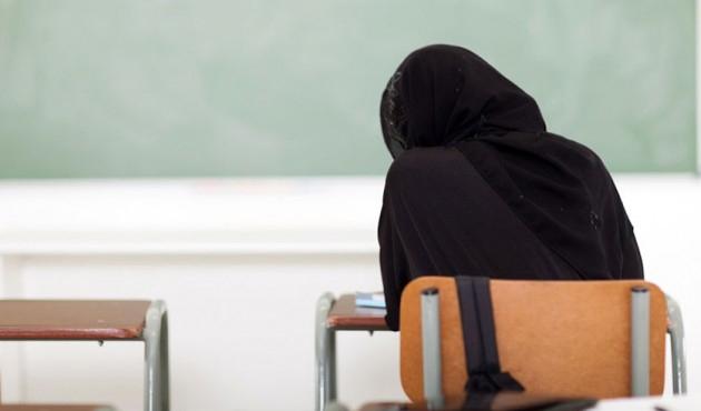 Dağıstan'da 18 başörtülü öğrenci gözaltında