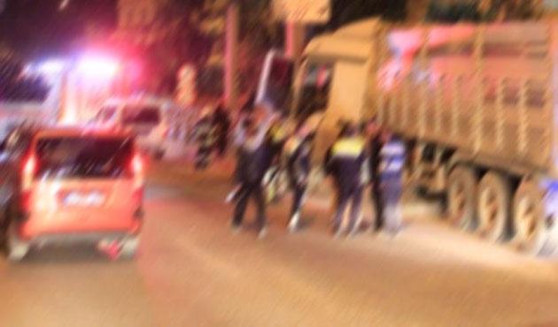 Yol kontrolü yapan askere TIR çarptı