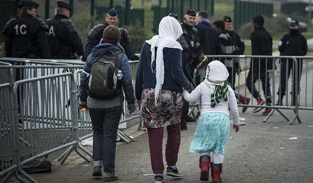 Calais'teki 200 çocuk İngiltere'ye gönderildi