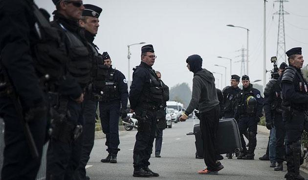 Calais'ten 2 bin 318 sığınmacı tahliye edildi
