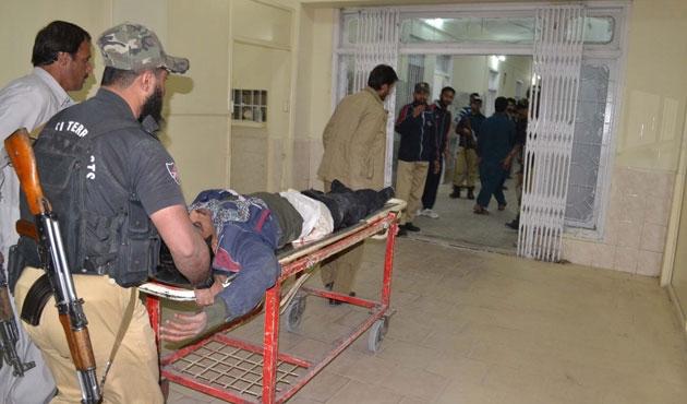 Pakistan'da polis merkezine saldırı: 59 ölü