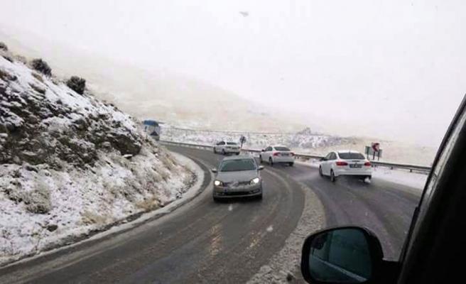 Van-Hakkari'de kar yağışı başladı