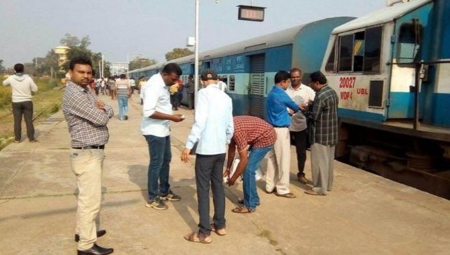 Hindistan'da yolcu trenine haciz