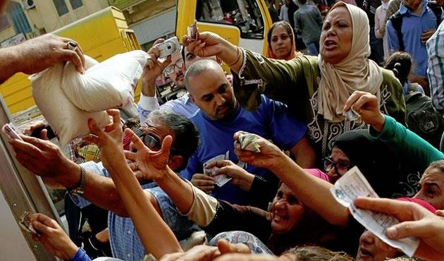 Mısır'da temel gıda maddeleri karaborsada | FOTO