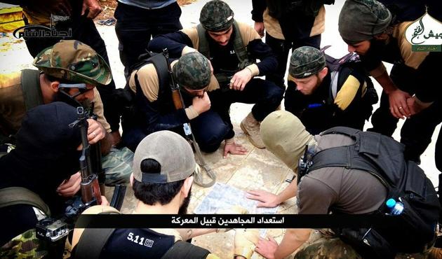Suriye'deki muhalifler Halep kuşatmasını sarstı