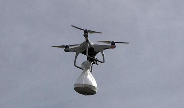 Nöbetteki köy korucularına 'drone' ile tatlı servisi