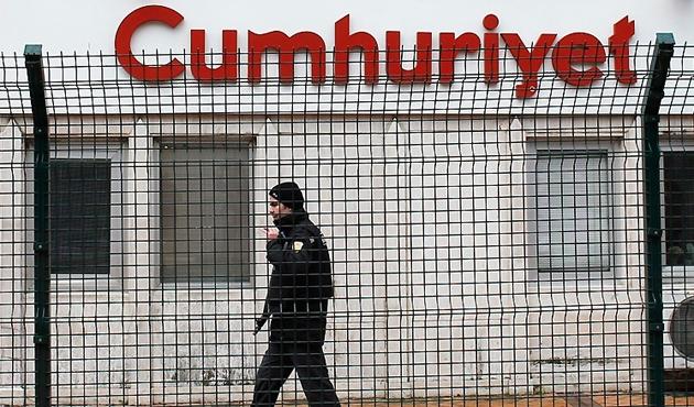 'Cumhuriyet'te iki yazar serbest, 9 tutuklama talebi