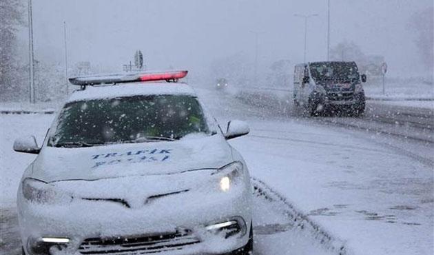 Bolu Dağı'nda kar ulaşımı etkiliyor