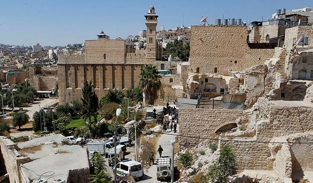 İsrail'den El Halil'de ezan zulmü