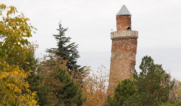 Minarenin eğimi Pisa Kulesi'nden fazla
