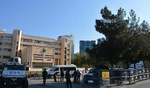 Diyarbakır'da belediyeye atanan kayyum göreve başladı