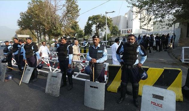 Pakistan'da gözaltındaki 2 bin muhalif serbest