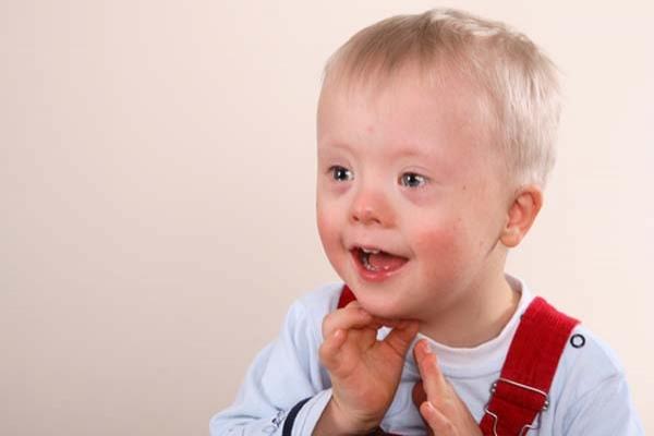 Polonya'da engelli bebeği olan ailelere ödeme