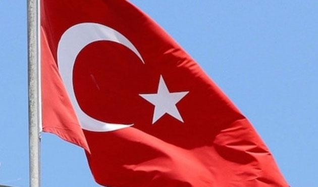 Arnavutluk'tan FETÖ okullarına Türk bayrağı uyarısı