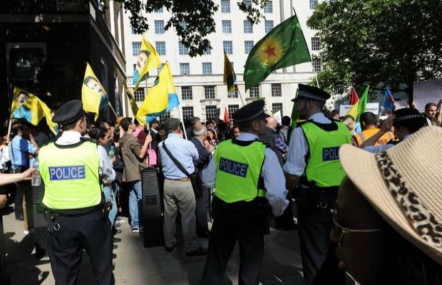 Londra'da PKK sempatizanları iki Türk vatandaşını darbetti