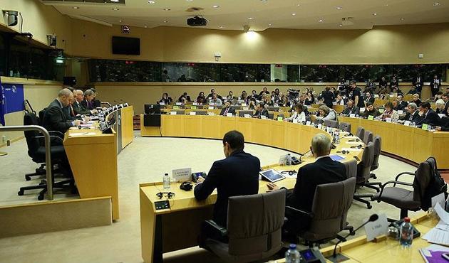 AB'nin İlerleme Raporu'nda 'darbe karşıtı önlemler'e eleştiri!