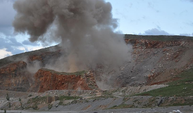 Şırnak'ta bomba yüklü minibüs imha edildi