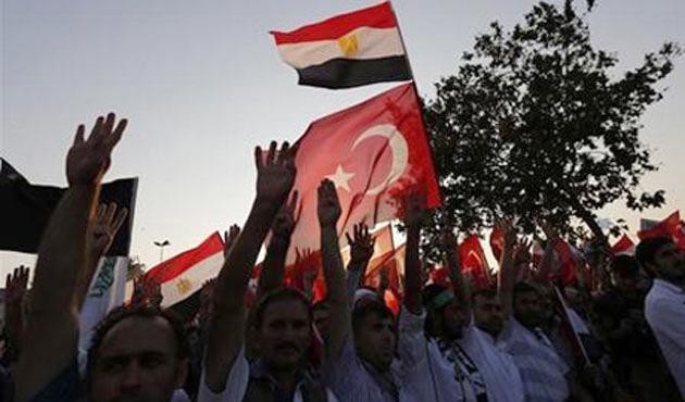 Mısır'da Türk vatandaşlarına 'sokağa çıkmayın' uyarısı