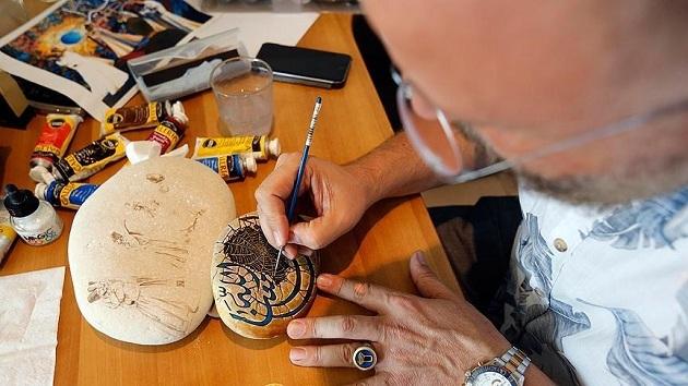 Lübnanlı ressam Osmanlı geleneğini taşa nakşediyor