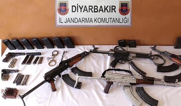 Diyarbakır'da iki evde silah ve mühimmat bulundu
