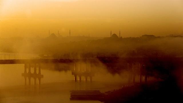 İstanbul'da sisli sabah