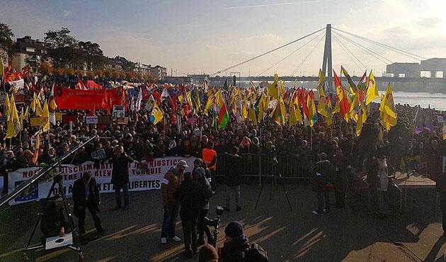 Almanya'da PKK yandaşları polisle çatıştı