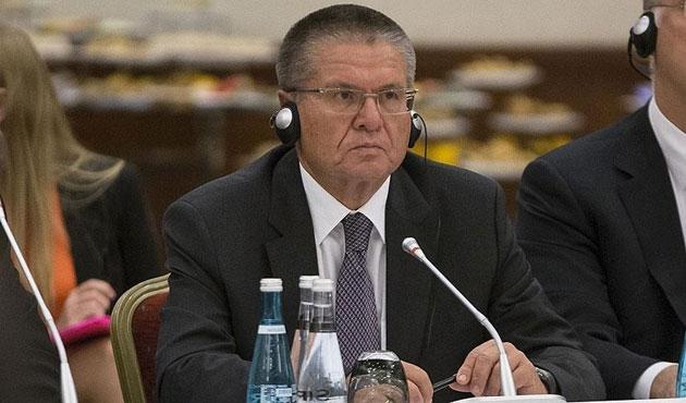 Putin rüşvet alan bakanı azletti