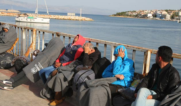 Çeşme'de 27 göçmen yakalandı